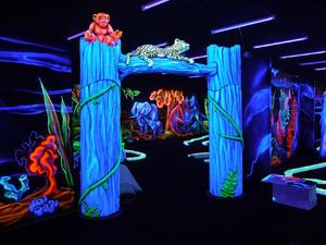 Goolfy Indoor Blacklight minigolf